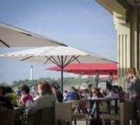 Salon de the, bar, petit dejeuner, brunch, déjeuner, apéro a la Grande Plage Biarritz